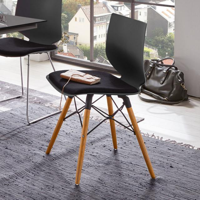 Niehoff TULA chair with solid wood base and seat pad